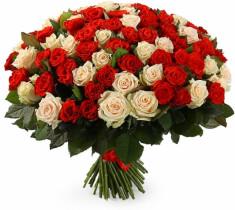 Микс из 101 красной и кремовой розы