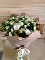 Букет из 31 кустовой розы
