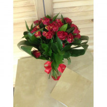 Букет из 11 кустовых роз с аспидистрой